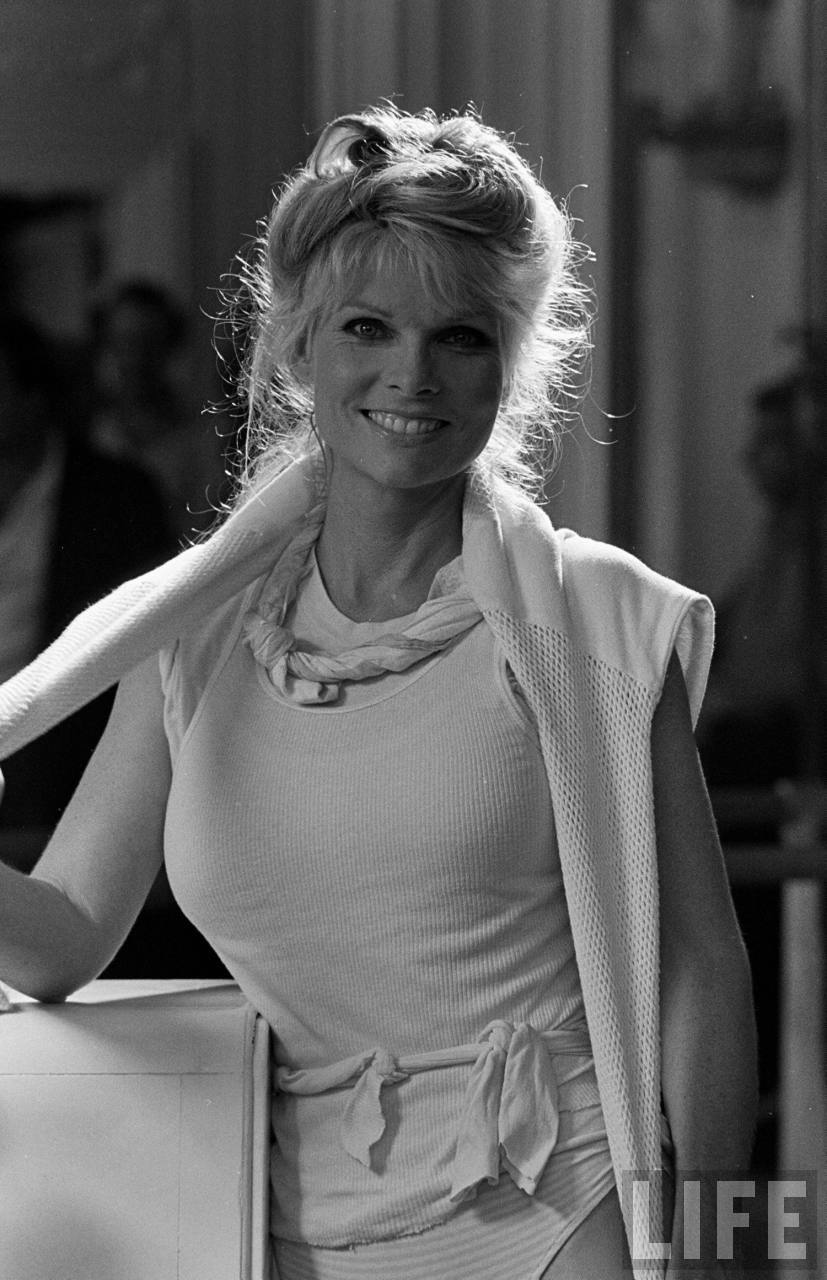 Actress Cathy Lee Crosby Hosted by Back to image details