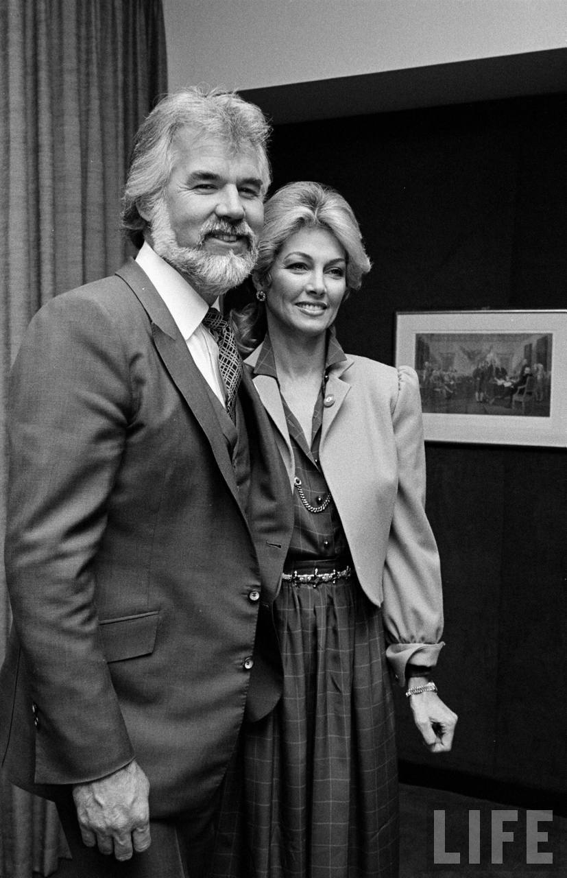 Kenny Rogers and Cathy Lee Crosby Hosted by Back to image details