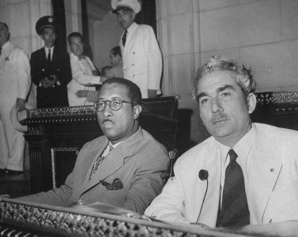 Salvador García Agüero (izq) y Juan Marinello, 1945