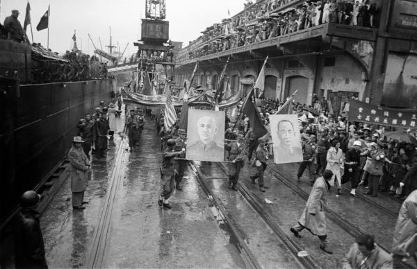 1954年韓戰反共義士抵達台灣。(照片取自LIFE)