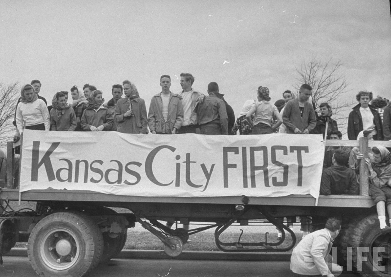 Pre-election Parade for the Kansas City tax vote (1950)