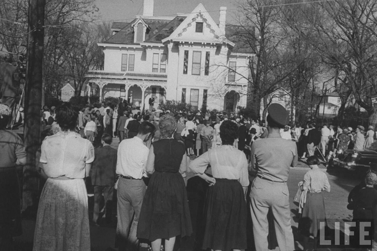 At Truman family home, crowd hails bride and groom, Margaret Truman and E. Clifton Daniel Jr.