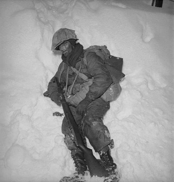 [Campagne des Ardennes] Battle Of The Bulge - George Silk D7a81361473e94b3_landing