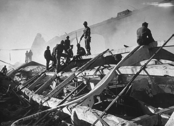 "[Campagne d'Italie] Naples 1943 ""Supply & Water"" E3e8dffaff77e637_landing"
