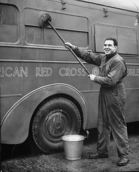 [Forces armées US au Royaume Uni] American Red cross Clubmobile - Bob Landry Ec94fdf1752f04d1_landing