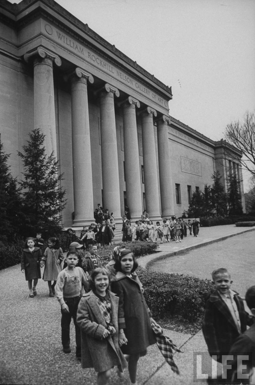 School children leaving the William Rockhill Nelson Gallery of Art (1954)