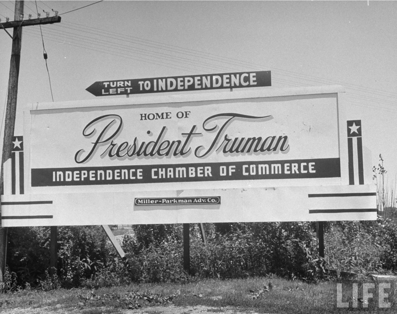 A welcoming sign to Independence Missouri, attracts tourists by advertising the towns significance with Harry S. Truman.